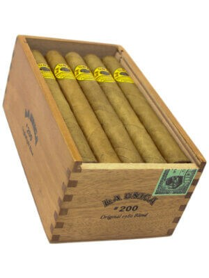 La Unica Cabinet No. 200 cigars